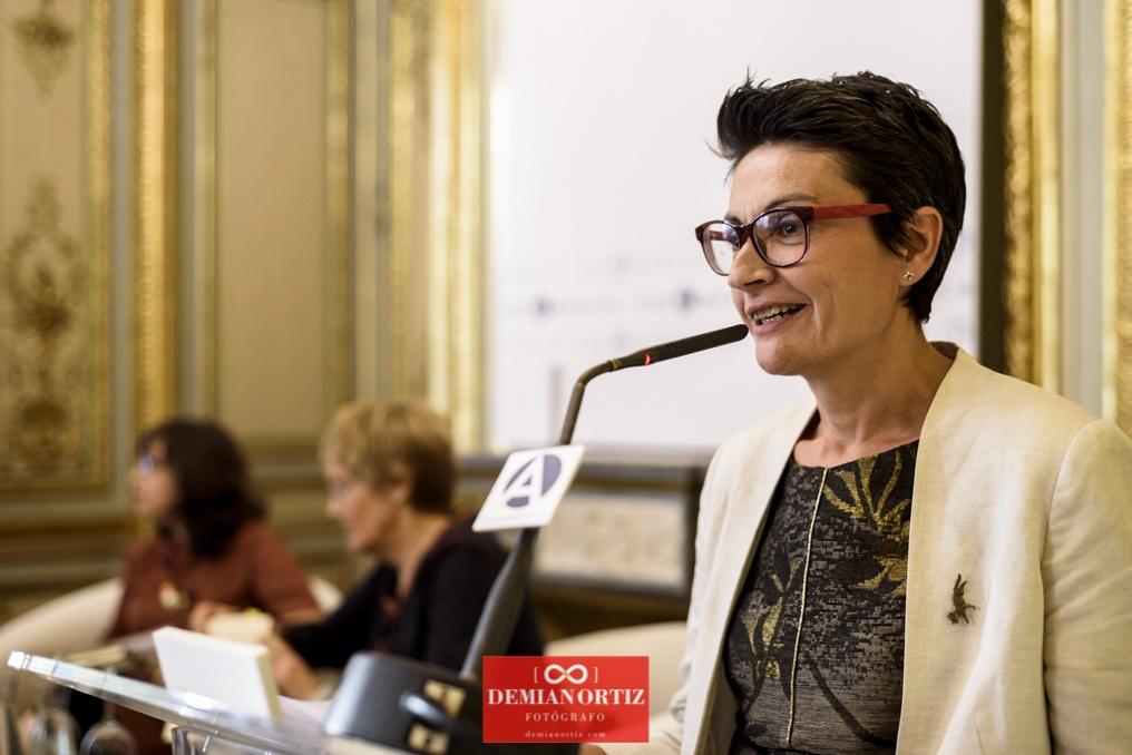 Ediciones La Palma (Colecc. EME) | Nuria Ruiz de Viñaspre presentando el acto.