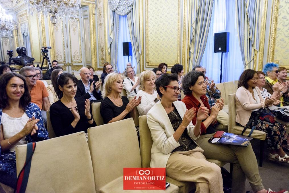 Ediciones La Palma (Colecc. EME) | Tras los destacados aplausos del público asistente se encontraban algunas artistas como María García Zambrano, Almudena Mora, María Ángeles Maeso y Pilar Martín Gila.